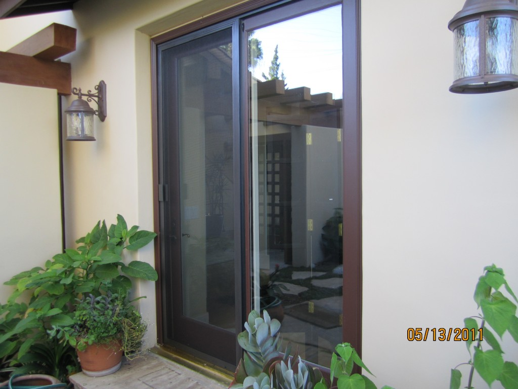 Double Sliding Screen Doors Thousand Oaks | mobile scren service installing screen doors in thousand oaks