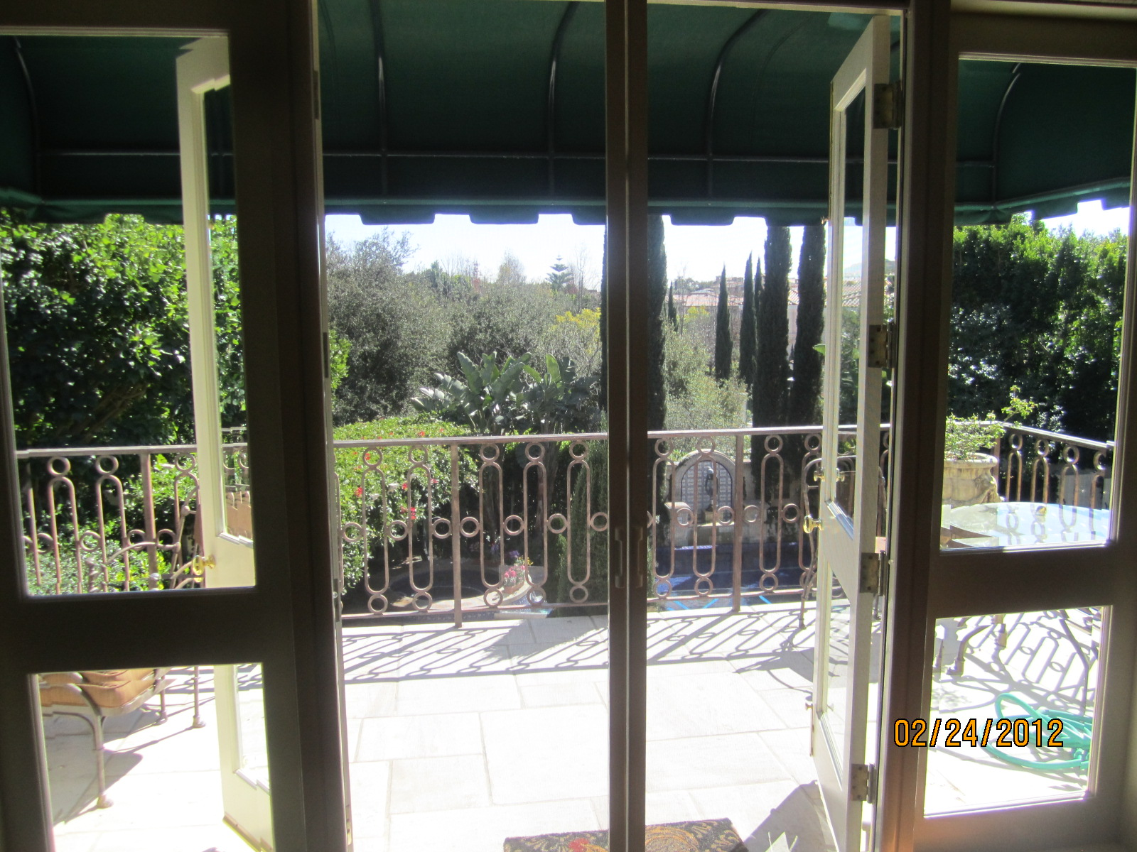 Retractable Screen Doors in Encino |