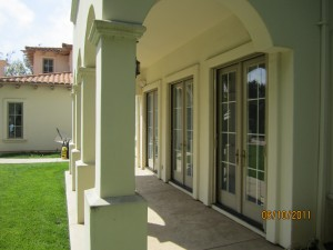 Double sets retractable screen doors