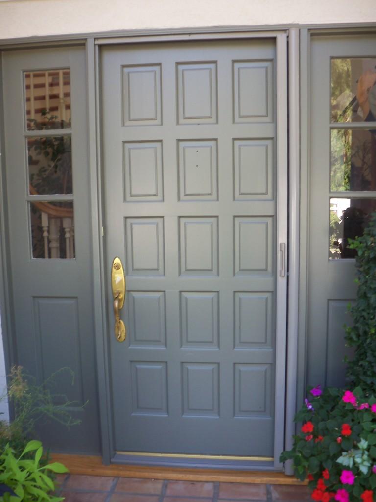 Sherman Oaks Screen Doors | Mobile Screen Service in Sherman Oaks installers of Retractable Screen Doors